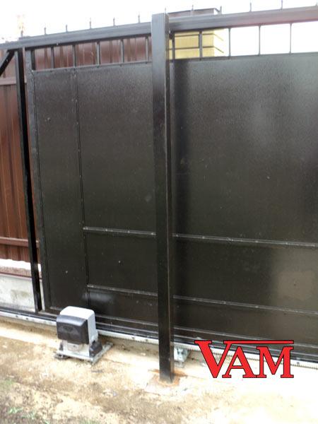 Электрический привод установлен на ворота