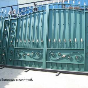 Металлические ворота для дома с пиками