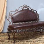коричневая обивка диванчика