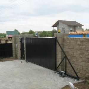 Ворота из черного профлиста с калиткой