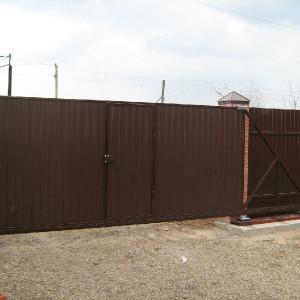 Калитка встроена в полотно ворот