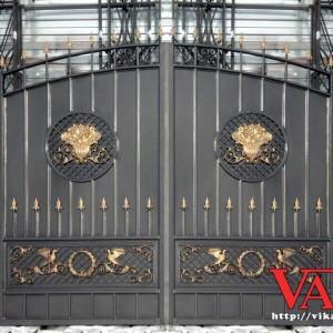 Ворота с чугунным литьем
